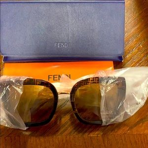 Fendi sunglasses NIB 55mm Gradient Brown